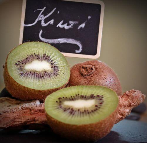 how to cut a kiwi fruit